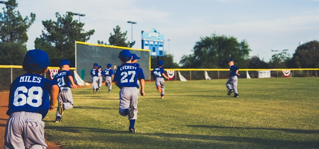 野球をやる子供たち
